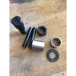 CALIPER STUD REPAIR KIT 72-84