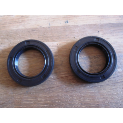 Wheel/swingarm seal