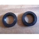 Wheel/swingarm seal