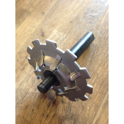 Pushrod end clutch